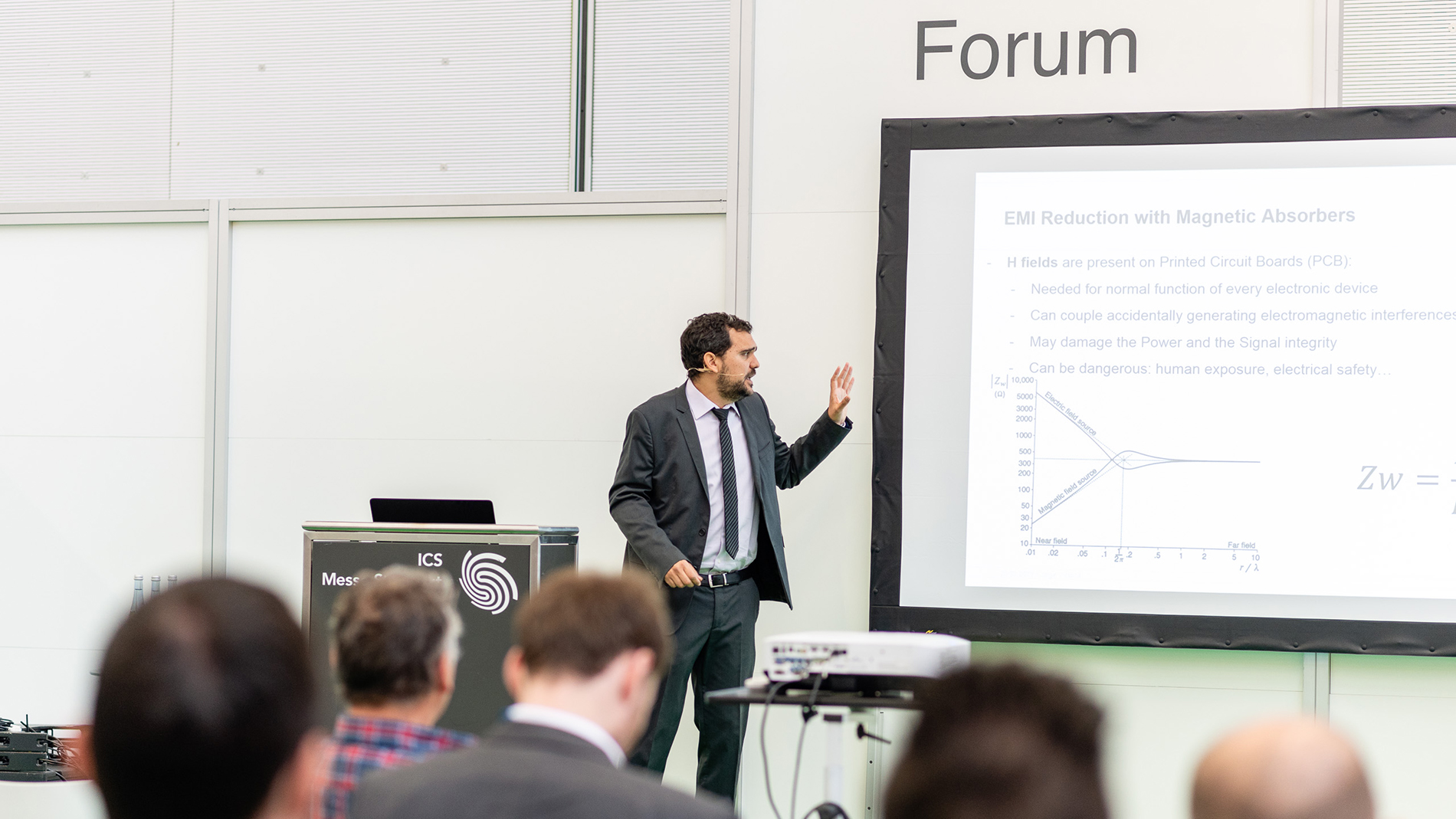 "Jorge Victoria, Würth Elektronik eiSos GmbH & Co. KG, auf dem Messeforum zu ""EMI reduction with magnetic absorbers"""